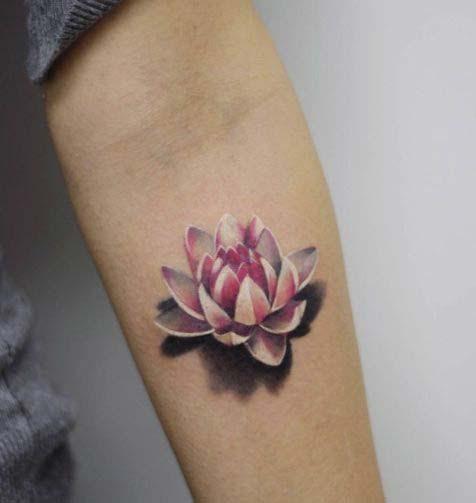 Tatouage fleur de lotus : 39 dessins de la plante aquatique