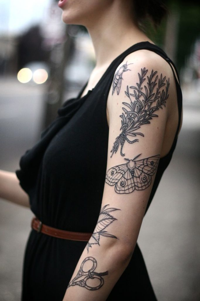 Tatouage femme épaule : 68 modèles de tattoos pour les dames