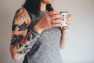 main, femme, bague, jambe, modèle, doigt, printemps, tatouage, mode, Vêtements, bras, agresser, clou, corps humain, robe, conception, des lunettes, séance photo